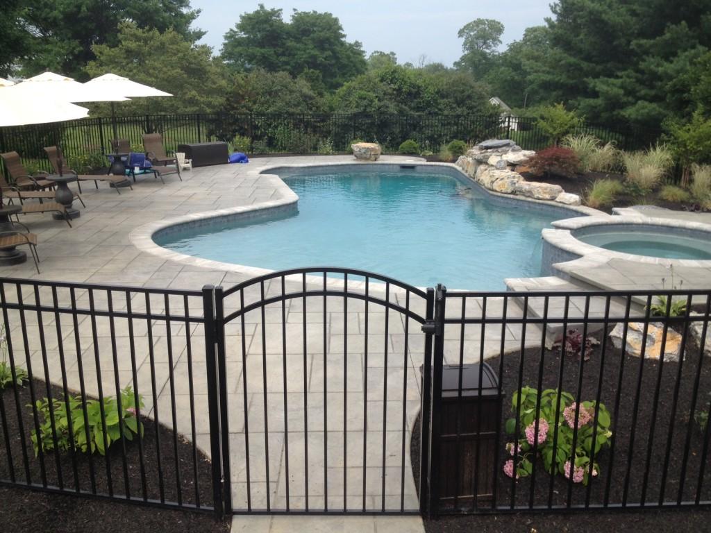 porte de piscine auto-fermante